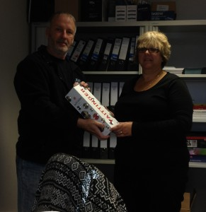 Mark presenting Kay with her Champagne prize!